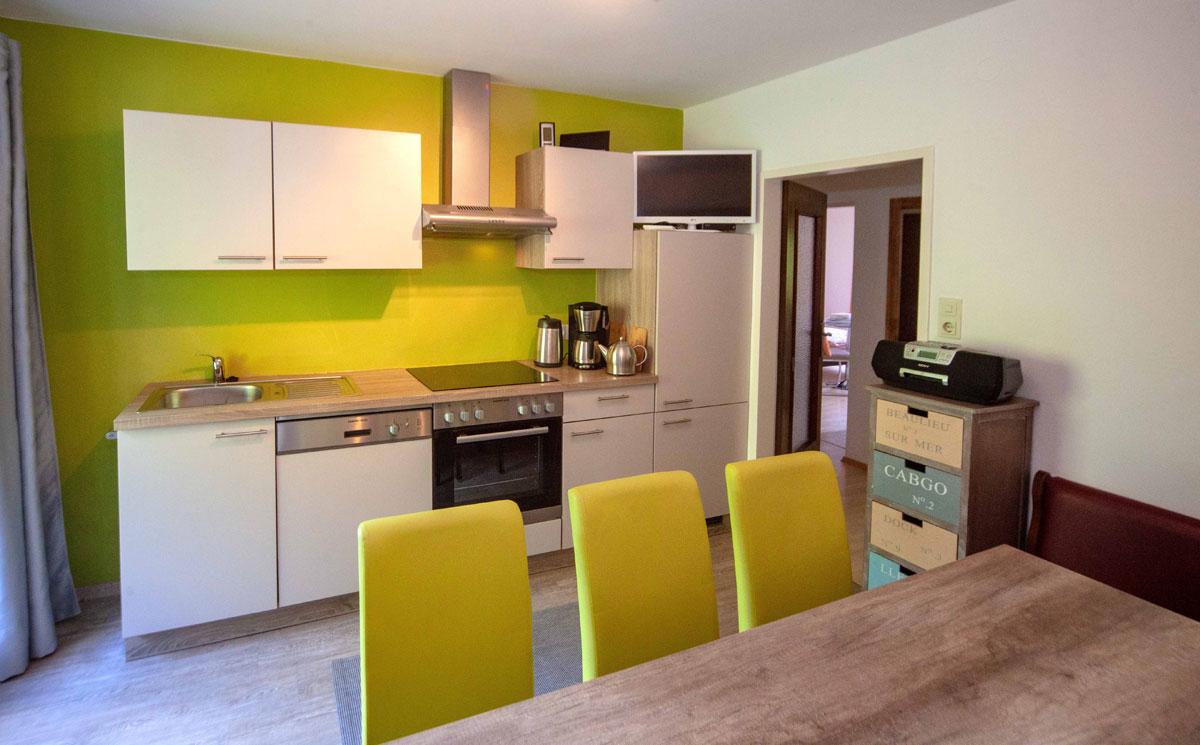 Kuechenzeile-Apartment2